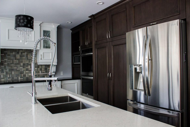 armoires de cuisine en bois d 39 rable lot en granit cuisines despro. Black Bedroom Furniture Sets. Home Design Ideas
