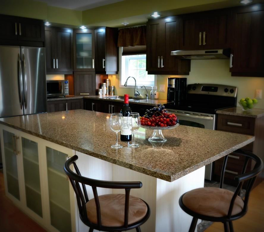 Armoires de cuisine en polyester deux tons cuisines despro for Armoire de cuisine deux tons