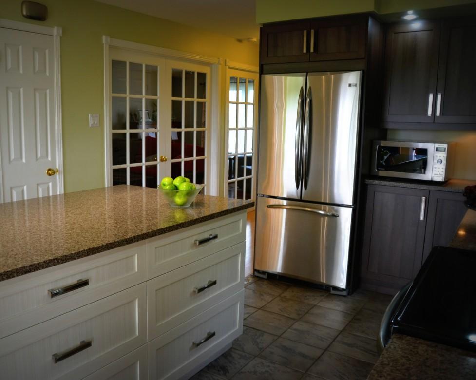 Armoires de cuisine en polyester deux tons cuisines despro for Armoires de cuisine polyester