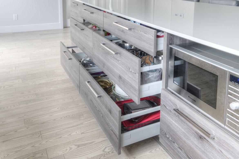 Armoires de cuisine portes en acrylique et m lamine for Cuisine acrylique