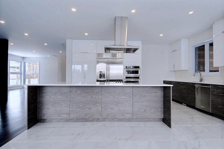 cuisine moderne avec portes blanc lustr et m lamine textur e cuisines despro. Black Bedroom Furniture Sets. Home Design Ideas